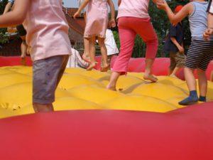 Hüpfkissen für Kinder oder Erwachsene bei einer Veranstaltung