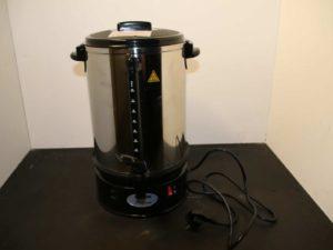Große Maschine zum Brühen von Kaffee