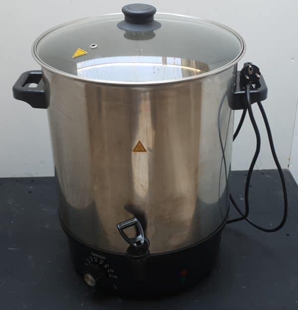 Topf mit Ausgießer zum erwärmen von Getränken oder Glühwein